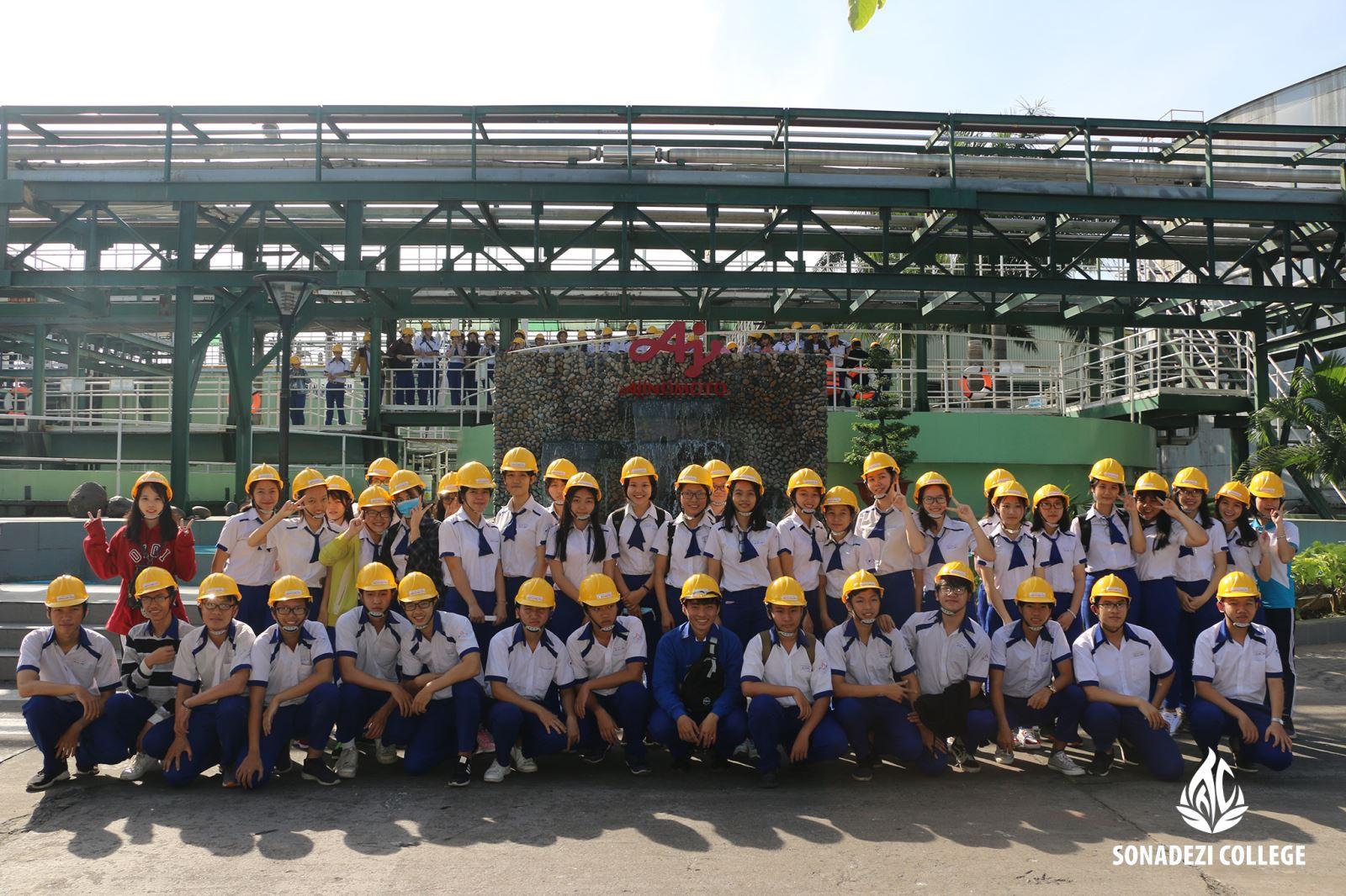 Trường THPT Nguyễn Hữu Cảnh tham quan công ty Ajnomoto