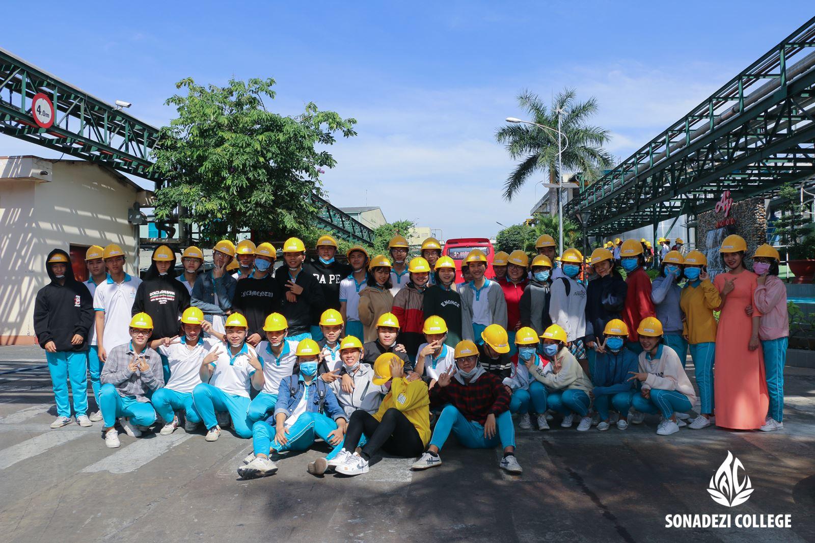 Trường THPT Lê Quí Đôn tham quan công ty Ajnomoto